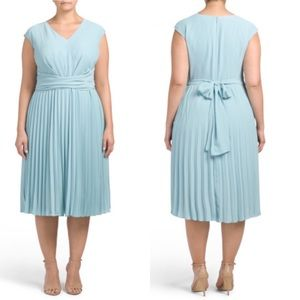Maggy London Plus Pleated V-neck Dress Sz 20W